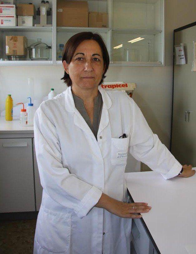 Ataxia Friedreich: La doctora María Dolores Moltó en su laboratorio del Departamento de Genética de la Universitat de València. Fotografía: Lucía Márquez, Medigene Press S.L.