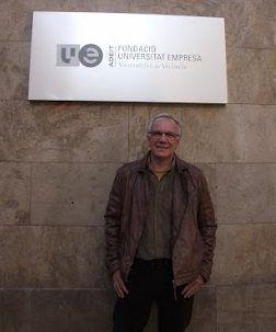 Eduardo Tizzano, ante la sede de la fundación ADEIT de la Universitat de València.