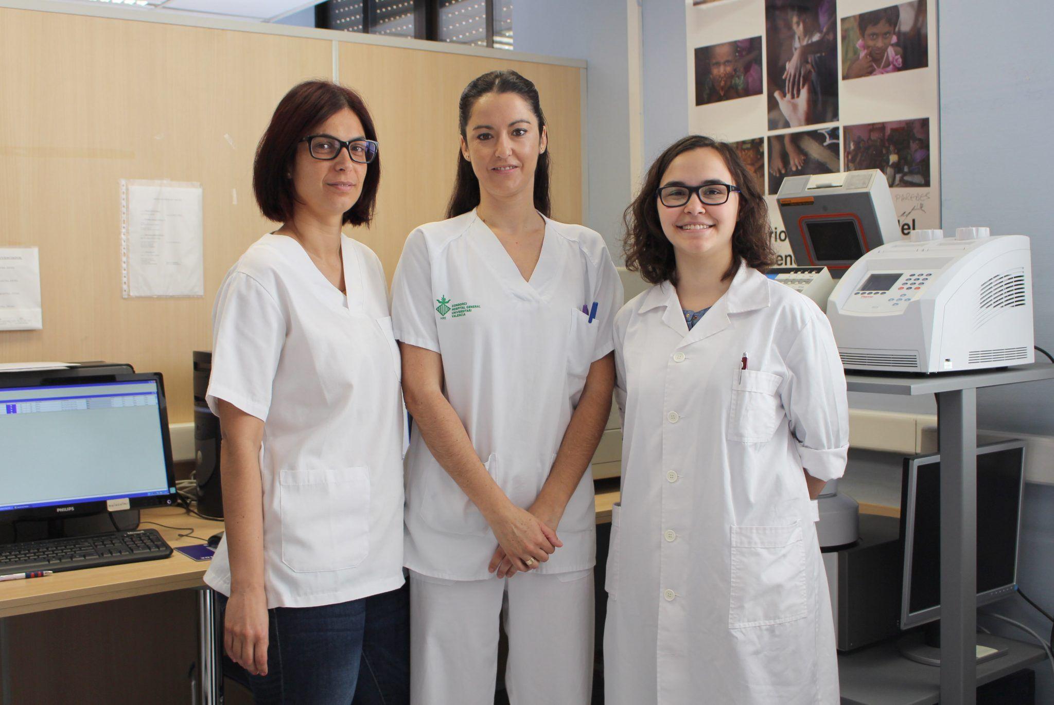 Carola Guzmán, Noelia Escartín y Carolina Monzó en el Laboratorio de Genética Molecular.