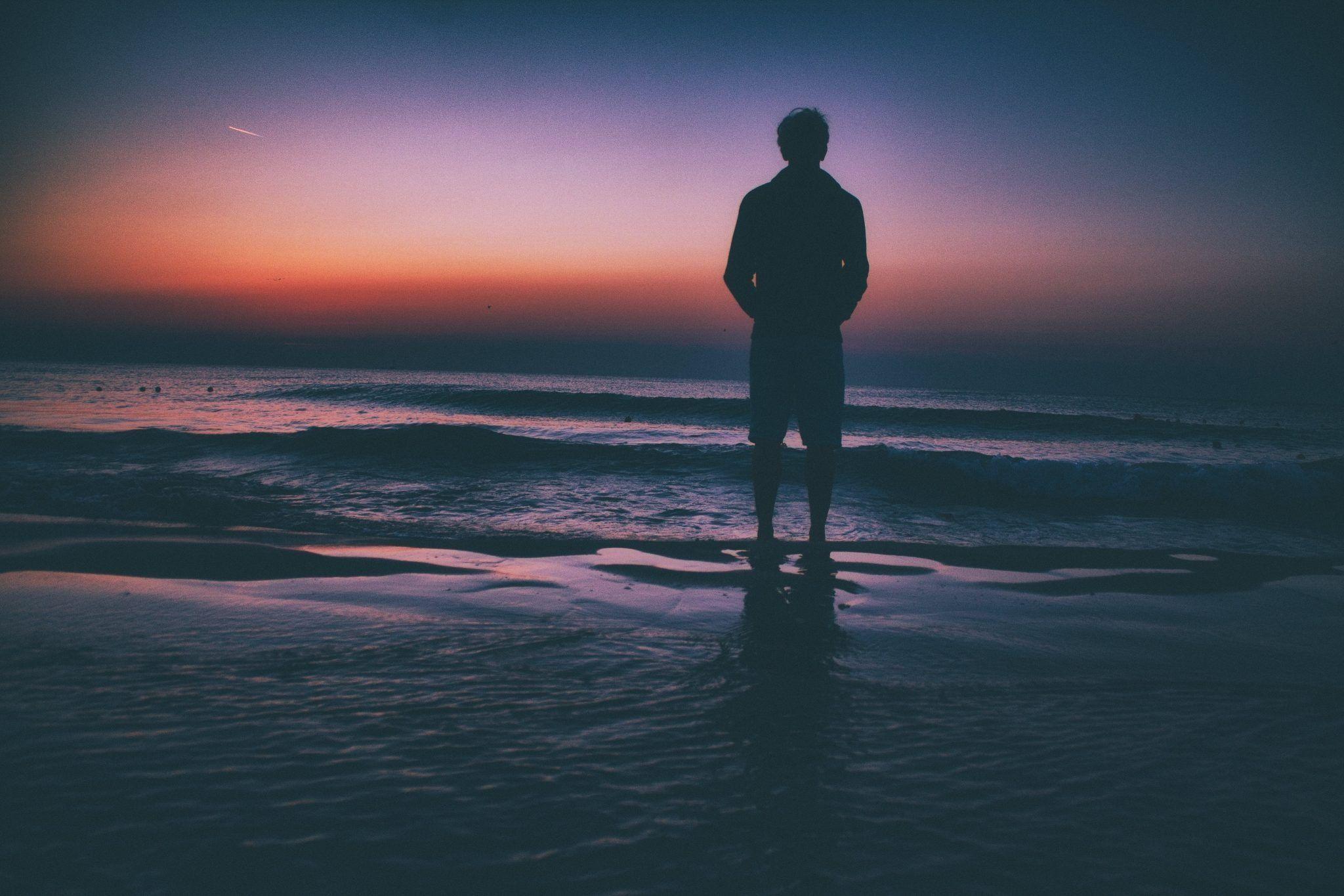 Genes de la soledad. El sentimiento de soledad es un rasgo hereditario. No obstante ningún gen único es responsable del mismo. Imagen: Dan Musat.