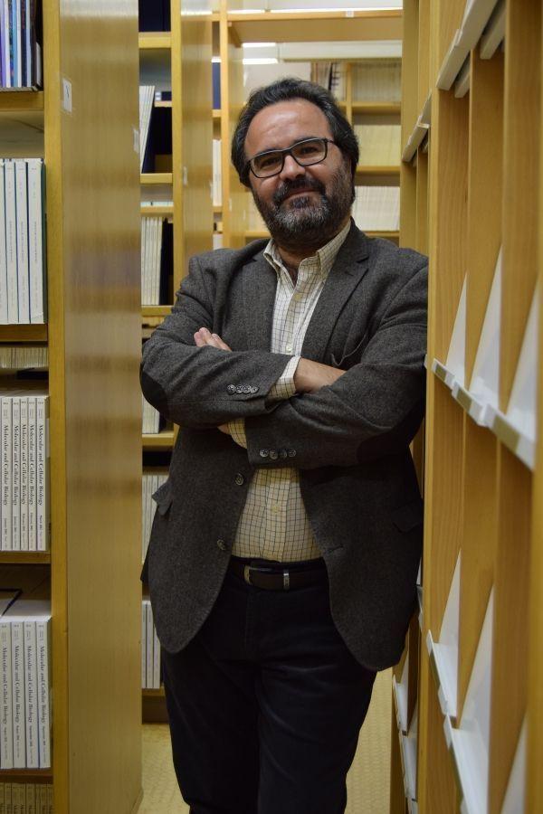 Lluís Montoliu, investigador científico del CSIC y del Centro de Investigación Biomédica en Red en Enfermedades Raras (CIBERER) del ISCIII en el Centro Nacional de Biotecnología (CNB) está considerado uno de los mayores especialistas mundiales en albinismo, Además es pionero de las herramientas CRISPR en España. Fotografía: Inés Poveda del CNB-CSIC.